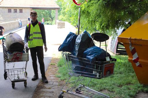 Hannes Berger, beim NABU Leipzig im Bundesfreiwilligendienst, hat die Müllsammlung zusammen mit dem BUND organisiert.
