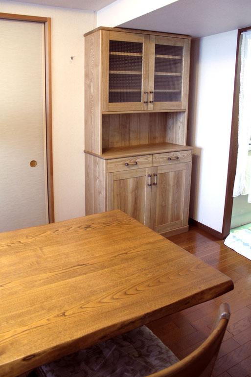 スリムなナラ無垢材のカップボード(横須賀市・M様邸)