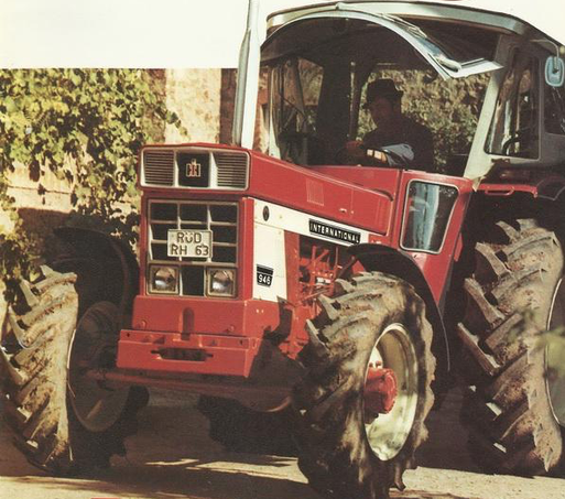 IHC 946 6-Zylinder Traktor