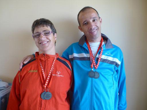 Posando con sus medallas