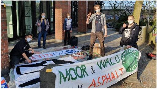 FFF-Protest gegen die A 20 vor der Autobahn GmbH in Oldenburg