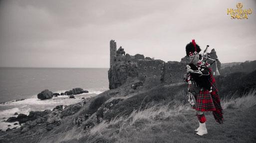 Highland Saga Film, Dunure Castle, Ayr, Firth of Clyde, Outlander Drehort, Highland Saga Drehort, Bagpiper, Dudelsack