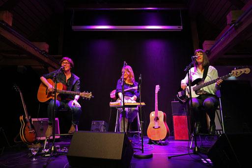 Bild: The Shells auf der Bühne im Kornspeicher in Freiburg/Elbe