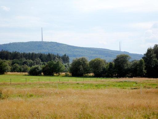 Bau der Windkraftanlagen auf dem Hochsteinchen im Sommer 2012 mitten im Landschaftsschutzgebiet