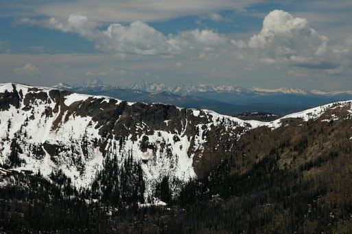 View from Avalanche Peak, Yellowstone to the Grand Tetons, hiking Avalanche Peak