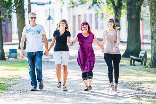 Familienbilder in Perleberg, Shooting eines Hochzeitsfotografen mit Fotostudio in Wittenberge (Prignitz).