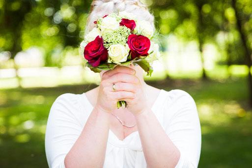 Hochzeitsfotograf im Birkenwaeldchen in Pritzwalk, aber auch in Perleberg, Wittenberge, Ludwigslust, Meyenburg, Bad Wilsnack, Parchim, in der Burg Lenzen, ... mit Fotostudio