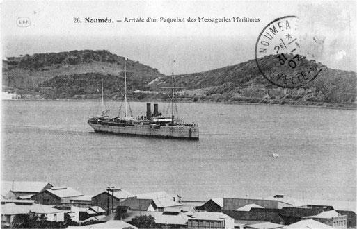 Le paquebot Armand Béhic arrivant en rade de Nouméa. (Entre 1895 et 1905)