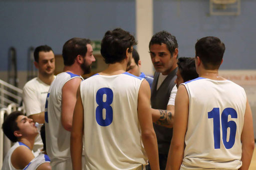 Coach Carchia durante un time-out - Guido Fissolo ph.