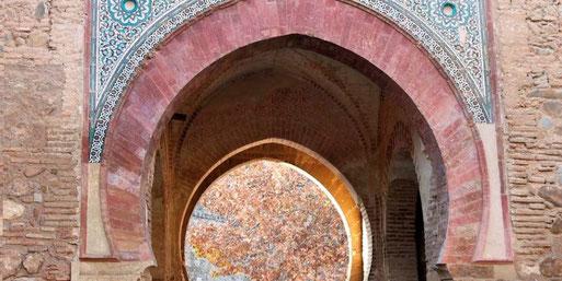 Portada oriental de la Pueta del Vino. Alhambra de Granada