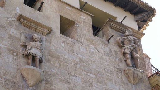Detalle de la fachada de la Casa de los Tiros. Granada