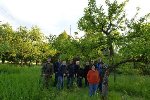 """16.05.2014: NABU-Mitglieder begutachten das Gelände der """"Alten Klärnalage"""" im Rahmen einer Nachtigallenwanderung!"""