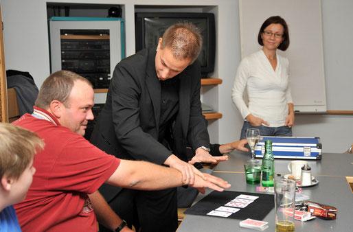 Markus Atteneder (magic touch) präsentiert einen seiner neuesten Tricks