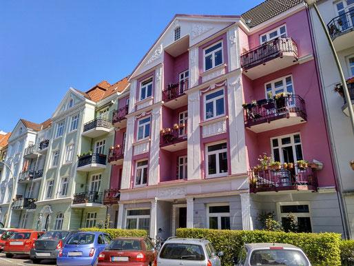 Kottwitzstraße, auf alten Fotos sieht man solche Häuser weiß gestrichen