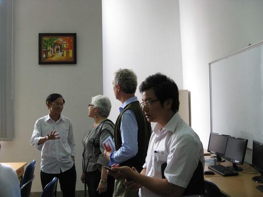Làm viec với các chuyên gia US CDC tại thư viện trường ĐH Y Hà Nội, 2012