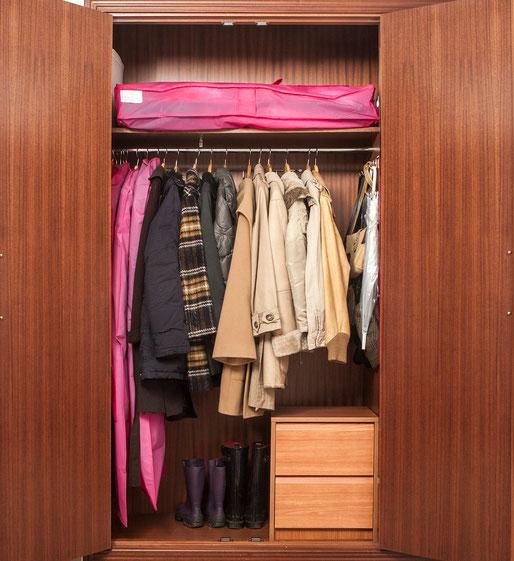 Armario de los abrigos organizado y listo para el invierno - AorganiZarte