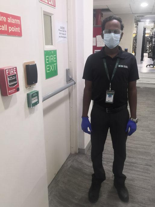 Asaithambi穿戴完个人防护装备投入工作!