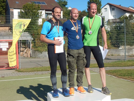 Siegerehrung bei den MS 2 (Mittelgewicht). Stefan Münch (links) sicherte sich in allen Disziplinen Rang 2 und war maßgeblich am Gewinn von zwei Mannschafts-Goldmedaillen beteiligt.