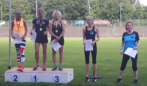 Siegerehrung bei dr Klasse WS 3 - Leichtgewichtsklasse: Rechte Anette Borutta, links daneben Petra Koliwer.