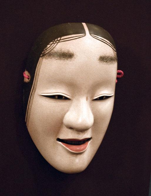 井上京香さんの能面、高橋さんが一番気に入った作品です。