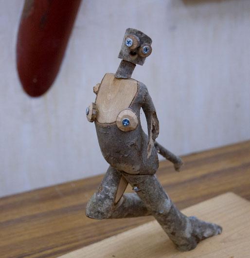 中野渡さんの小枝を利用した作品