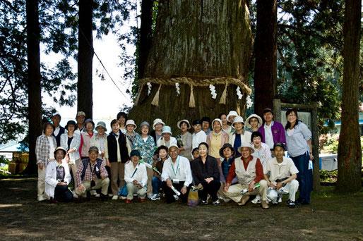七崎神社で記念撮影