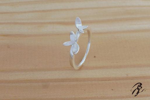 anillo plata hojas