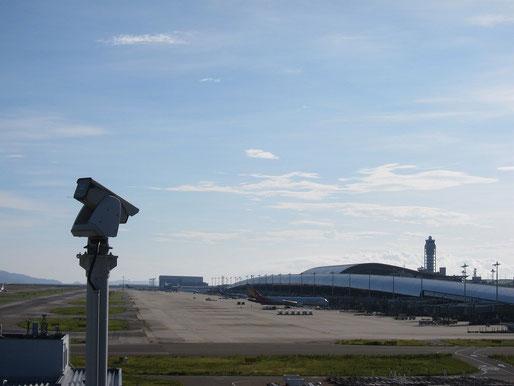 飛行機と空と海と建築的なものしか見えないのも好きです。