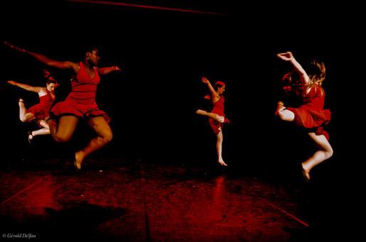 Rosny-Sous-bois, Cie Fusion, danseuses en plein vol