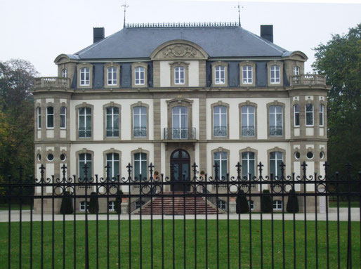 Traditioneller Firmensitz Château Saint Jean