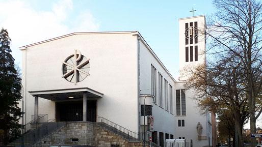 Foto vom 11.November 2019: Die Arbeiten wurden abgeschlossen und die Kirche erstrahlt in der neuen weißen Farbe.