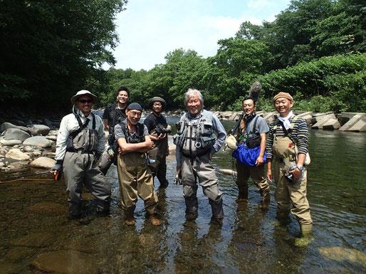 前列中央が主演で監督の浜野安宏さん。向かって左隣がフォトグラファーの内藤忠行さん。撮影スタッフのみなさん、お疲れさまでした。