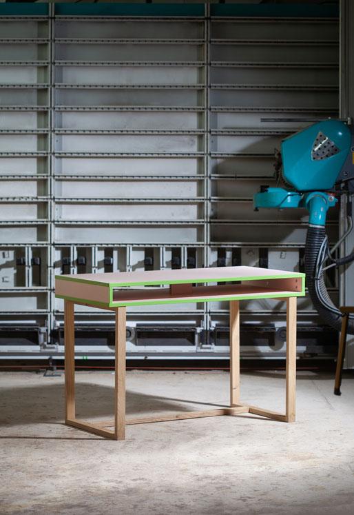 Tisch Schreibtisch grün pink Eiche Unikat Werkstatt Manufaktur recycling Werkstatt Handwerk Schreiner Mainz Schreinerei Jertz