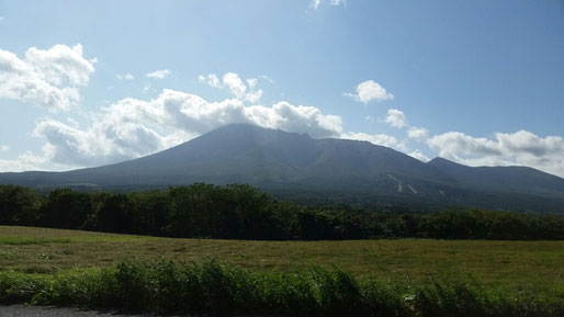 八幡平山(写真は10月4日撮影)