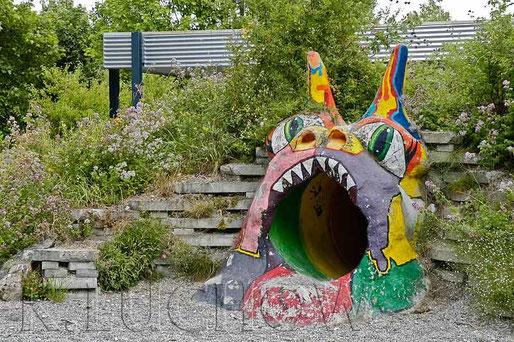 Hier lassen sich die Pausen wesentlich kreativer verbringen als auf einem asphaltierten Schulhof. Entgegen wilder Panikmache sanken Agressivität und Verletzungsrate  (Foto Kerstin Lüchow, www.naturgartenvielfalt.de)