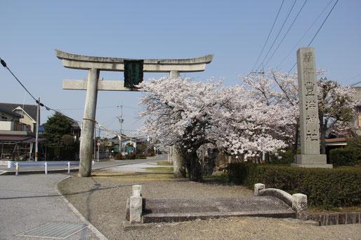 第一鳥居(太鼓橋)付近(神社境内より南へ約1㎞)