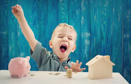 Familie; Wohlstand; Finanzen; Finanzbildung in Familie; Geldbildung; Sparen; Eltern; Vorbild Geld; Geld; Lebensqualität