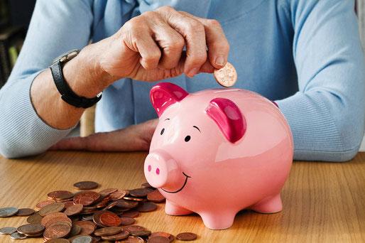 Eltern, sparen, Kinder, Weltspartag, Sparbuch, Bausparer, Familie, Geldbildung, Familienfinanzen, Geld, Sparschwein, Weltsparwochen