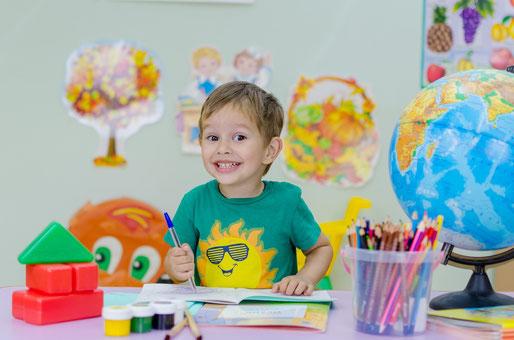 Eltern, Kinder, Familie, Junge, Elefantenbaby, lachen, glücklich leben, Leben, Mut. Ermutigung, Eltern und Lifestyle, Erziehung, Liebe,