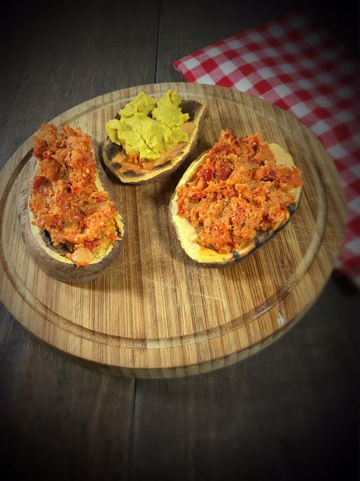 Süßkartoffel aus dem Toaster, Süßkartoffel-Toast mit Humus und Paprika Tomaten Dip