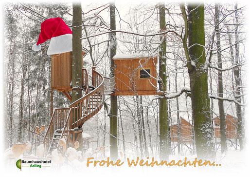 Frohe Weihnachten wünscht das Baumhaushotel Solling!