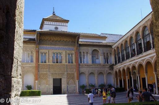 Real Alcazar Sevilla: König Pedro l. des Grausamen Palast vom Patio de la Monteria aus gesehen