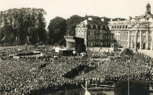 Abschlussveranstaltung des Katholikentages auf dem Schlossplatz