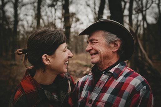 Beziehung mit Altersunterschied, Humor in Beziehung, Liebe, Fernbeziehung