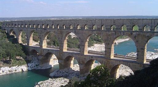 Rohrleitungsbau im 2. Jahrhundert - der Pont du Gard Rom