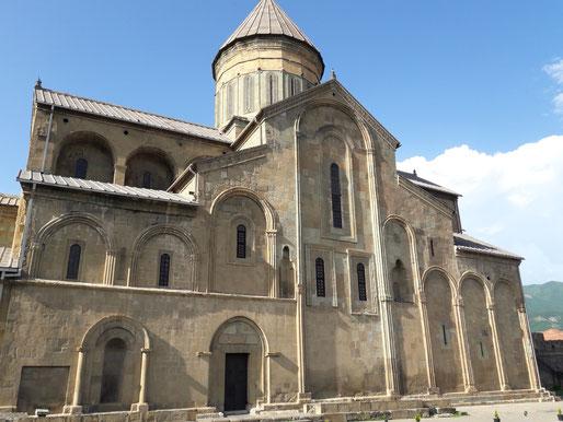La cathédrale de Svetiskhoveli - selon des légendes de Géorgie, elle abrite la sainte Tunique du Christ