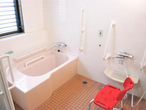 有料老人ホームプレジール春日の浴室です