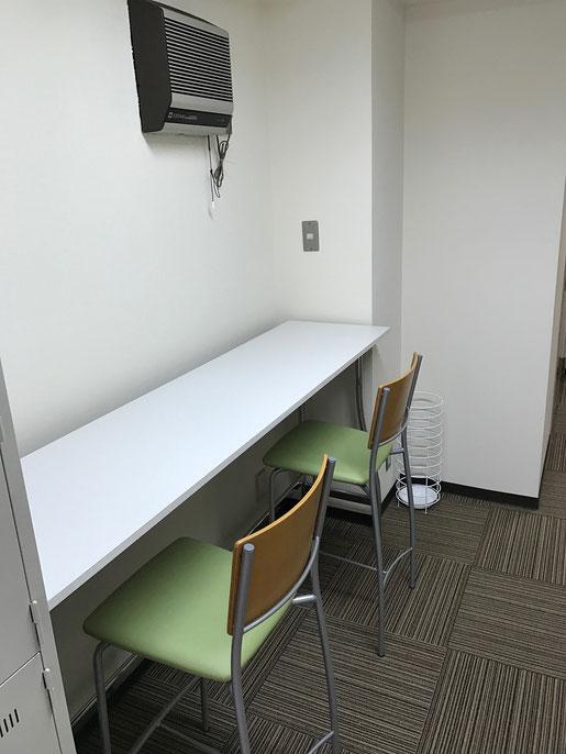 自習室東京 休憩室カウンターテーブル