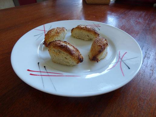 Des quenelles faites à base de pâte d'amandes. Une tuerie!