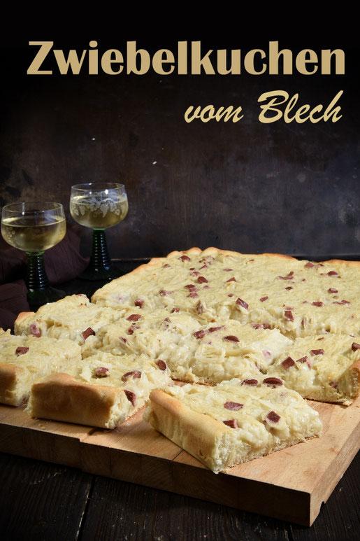 Zwiebelkuchen vom Blech, vegetarisch und vegan möglich, lecker cremig, herzhafter Kuchen, Party, Herbst lecker